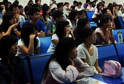 Alumnos chinos en presentación de la UPNA
