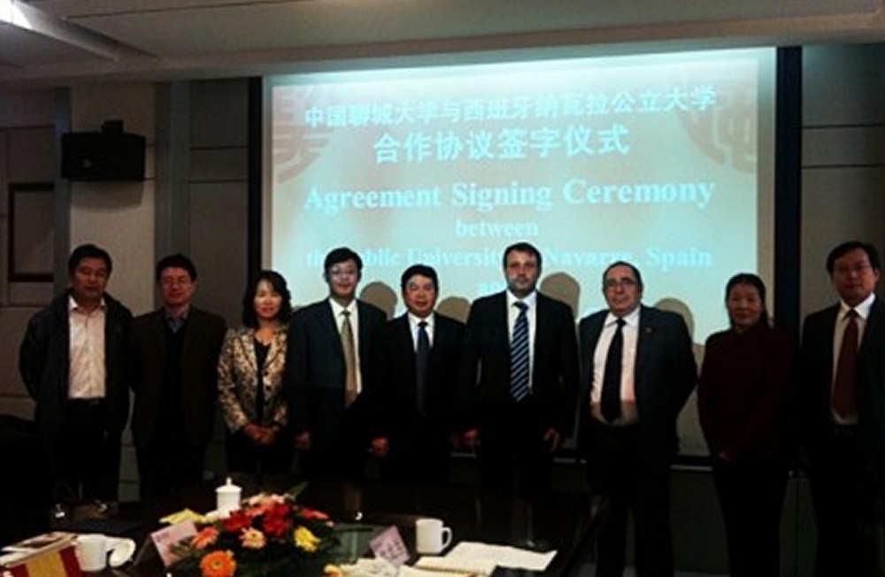 Firma de acuerdo con Universidad de Jilin