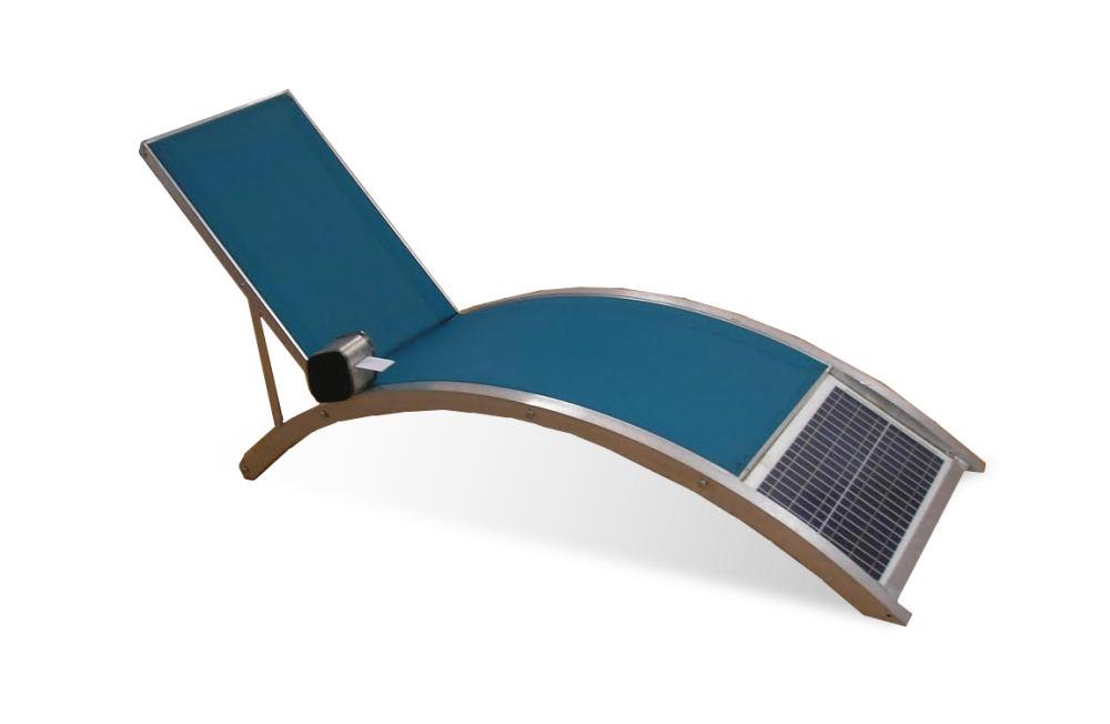 tumbona con masaje alimentado por energía solar